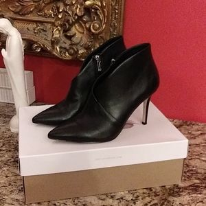 0331 Jessica Simpson Layra Leather Ankle Boots